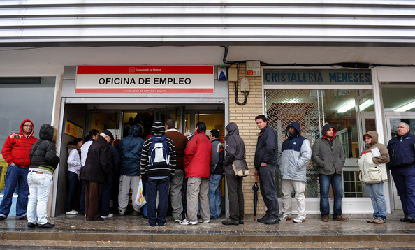 Unemployment falls in spain for Oficina de empleo marbella